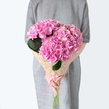 Средний букет розовых гортензий