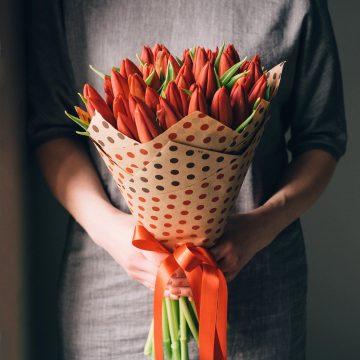 букет красных тюльпанов