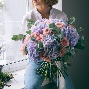 большой букет гротензий и розы